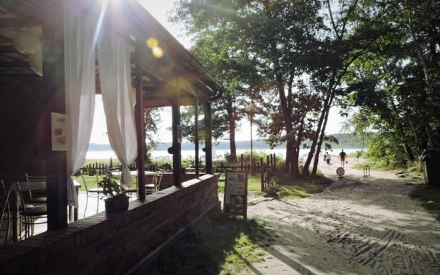 Ośrodek wczasowy nad jeziorem